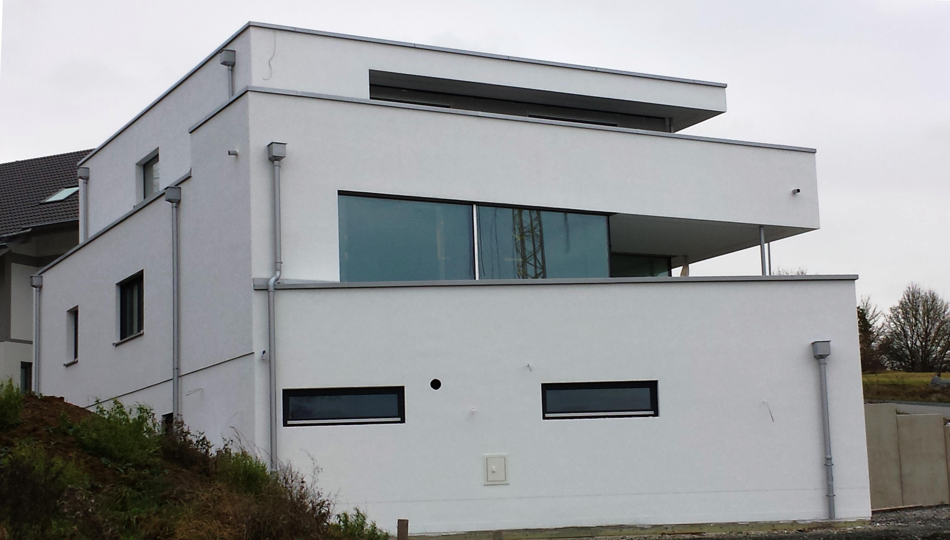 moderne h user bauen eine moderne villa am hang. Black Bedroom Furniture Sets. Home Design Ideas